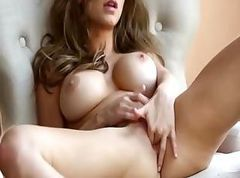 extreme brunette have luxury solo action
